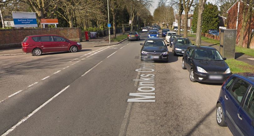 Monks Orchard Road closed after Beckenham crash