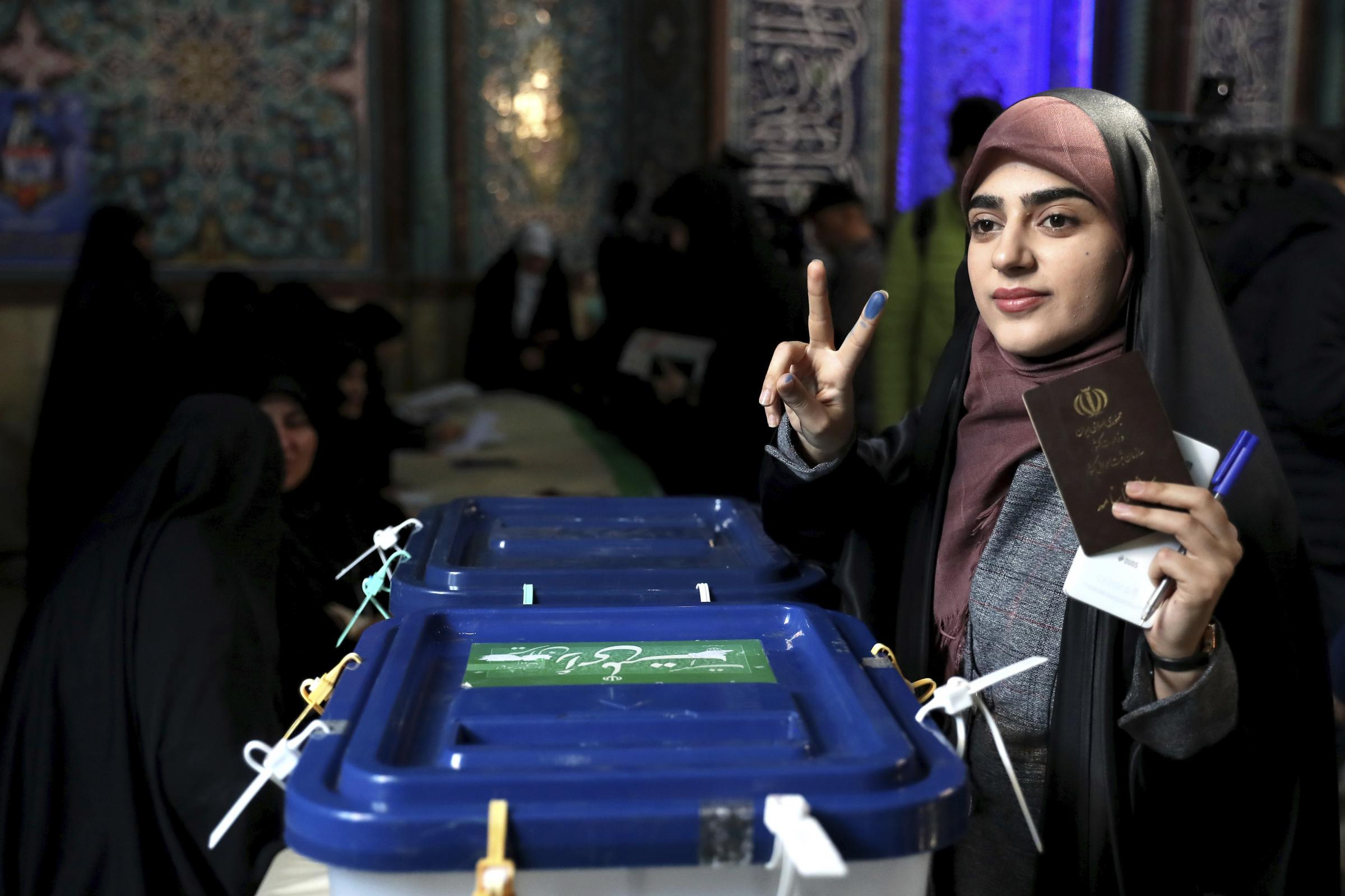 Irans hard-liners take early lead in election