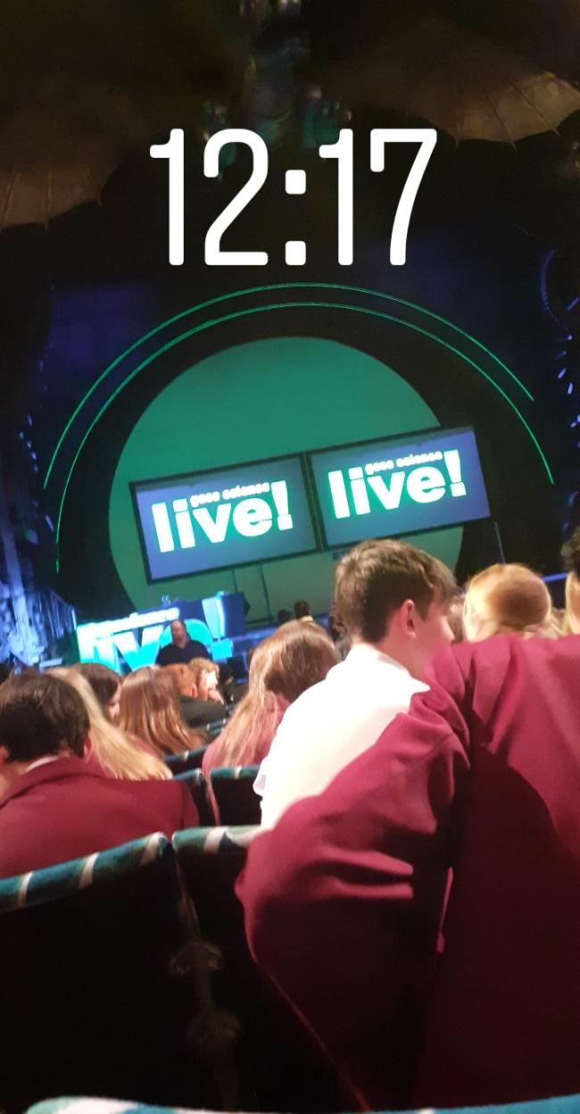 GCSE Science Live by Sanchana Hiththatiyage, Farringtons School