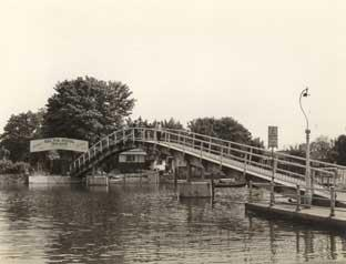 This Is Local London: The bridge to Eel Pie Island back in the day