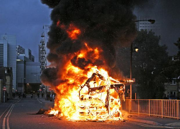 This Is Local London: A burning bus during the devastating Croydon riots