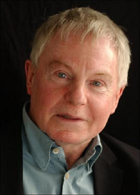 Sir Derek Jacobi has backed a campaign protesting against council plans to close Leytonstone's Harrow Green Library.