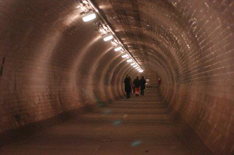 'Unusual smell' in Greenwich Foot Tunnel causes temporary closure