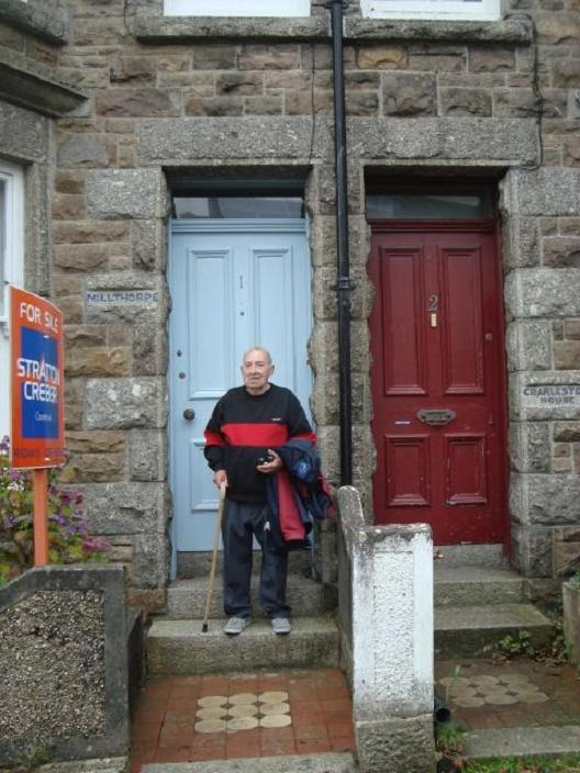 Mr Jennings outside the home he was evacuated to as a child