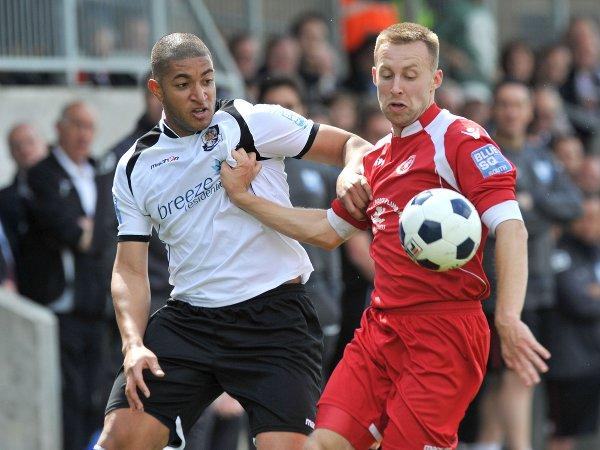 Jacob  Erskine came close to finding the net for Dartford at Gateshead. KEITH GILLARD.