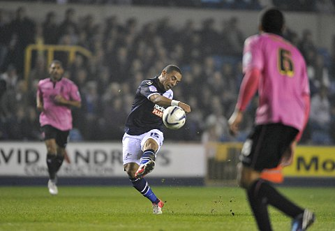 Liam Feeney has a crack at goal