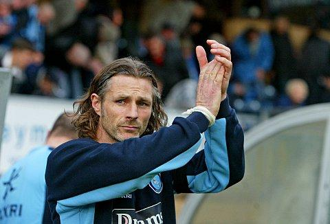Gareth Ainsworth applauds the Wanderers fans before his first match in permanent charge on Saturday