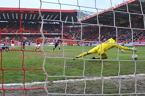 Blackpool keeper Matt Gilks is beaten by Jackson's effort