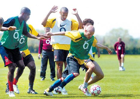 Gooners: Arsenal stars Thierry Henry, Freddie Ljungberg and Cesc Fabregas train ahead of the Champion's League Final