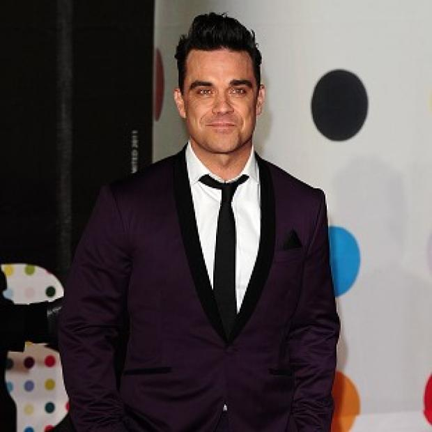 Robbie Williams has backtracked after a rant at Suede's Brett Anderson in his blog