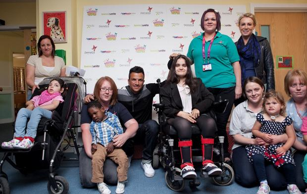 This Is Local London: Peter Andre visits Eltham Demelza children's hospice