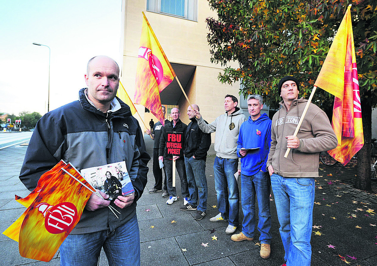 Fire fighters out on strike over Bank holiday weekend
