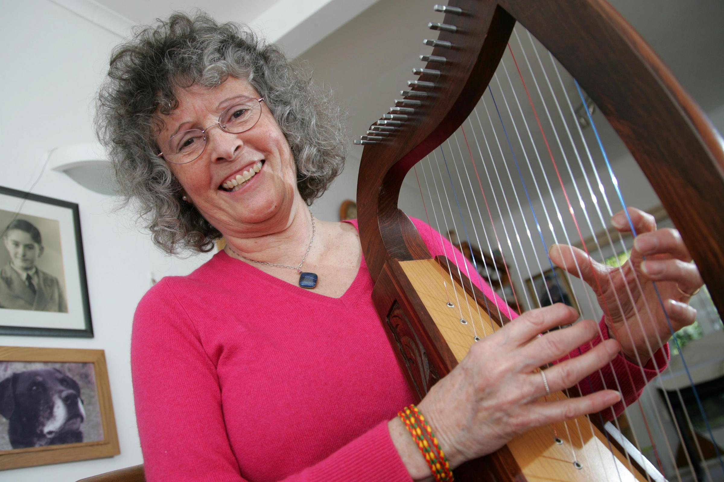 Unsung hero: Hospice volunteer soothes patients with harp music