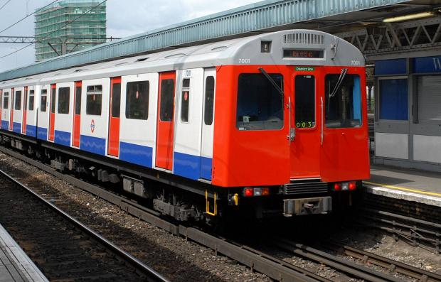 Severe delays to District Line after signal failure at Earls Court
