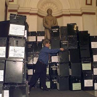 Psychologists said objects seem heavier the more socially powerless someone feels, when they got volunteers to lift boxe