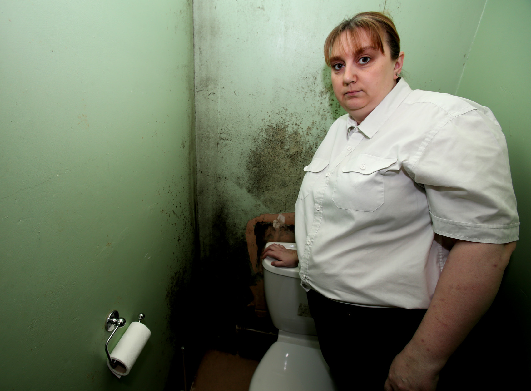 Mother fearful of daughter's health in mould-infested home