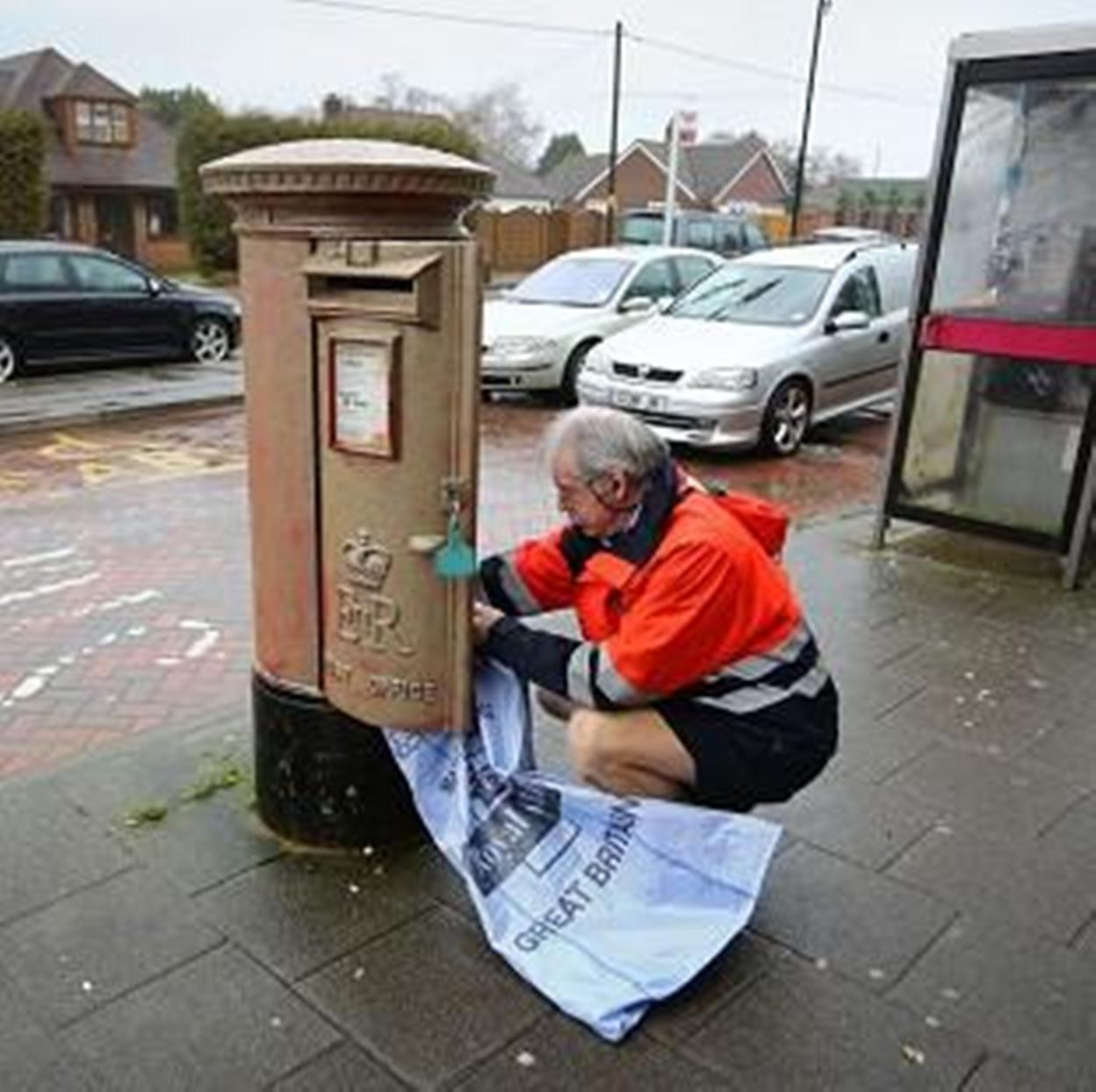 Vandals paint West Kingsdown postbox gold in honour of Lizzy Yarnold