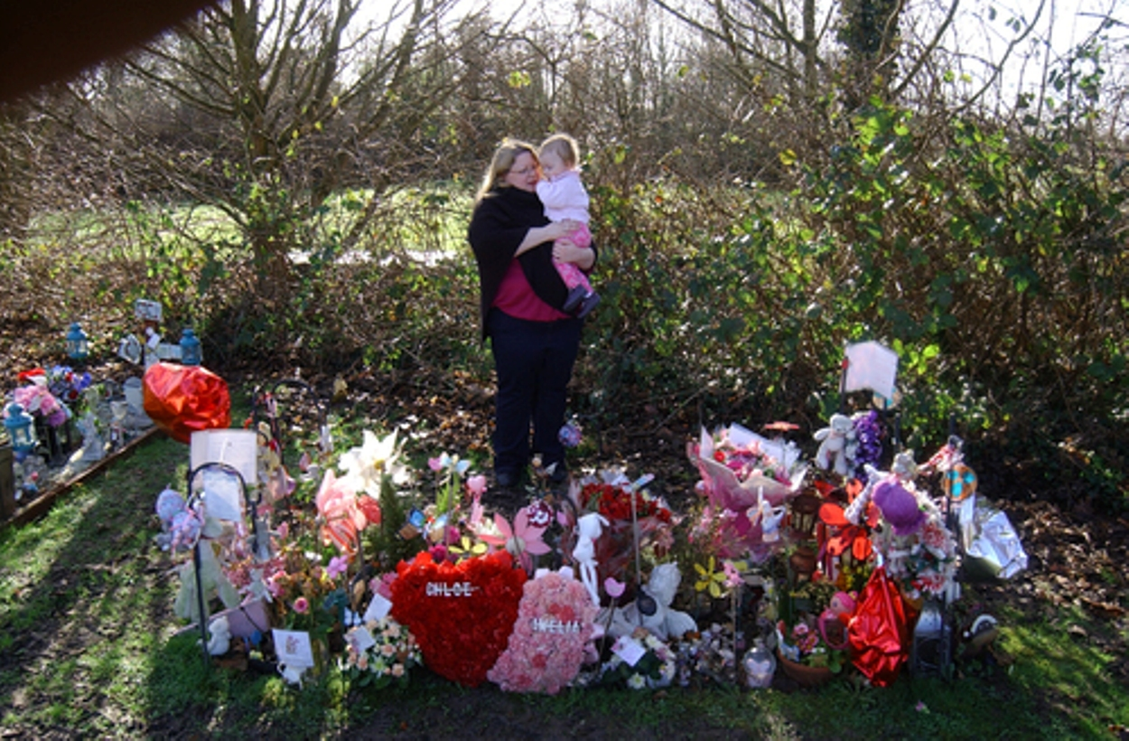 Grieving mum says she wants daughters' bodies exhumed after Bexley Council tells her to remove grave decorations