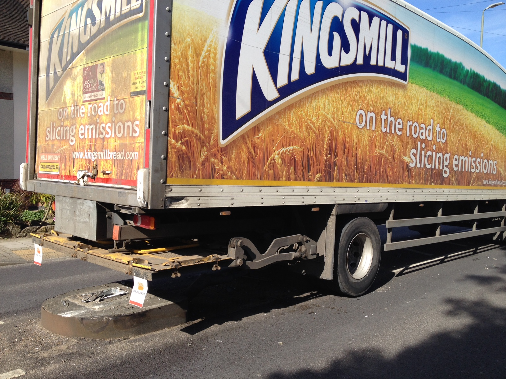 Lorry stuck in middle of Orpington after taking out a lamp post