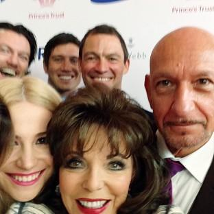 Joan Collins orchestrated the celebrity selfie