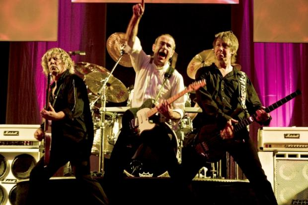 Quo there: Rock legends to play Sandown Park