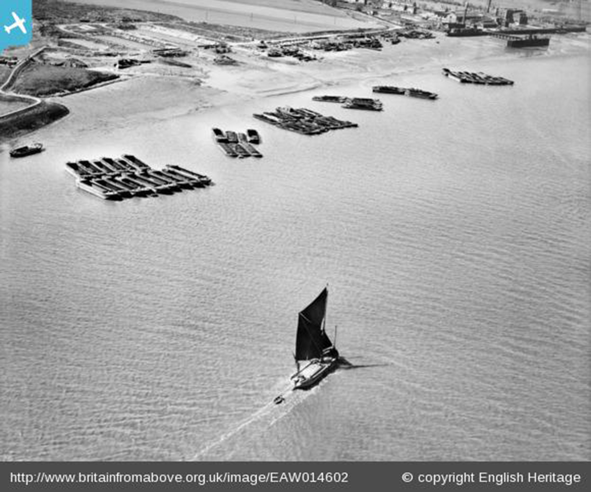 Picture 1 - Sailing barge on Halfway Reach, Erith Marshes, 1948