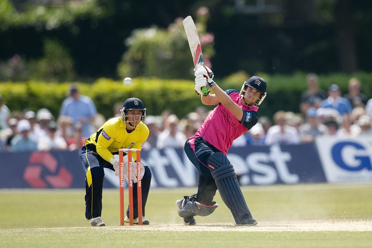 Hitting out: Dawid Malan hits out against Hampshire at Old Deer Park last year