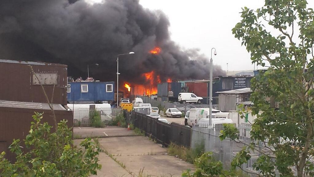 VIDEO & PICTURES: 100 firefighters tackle Erith scrapyard blaze overnight