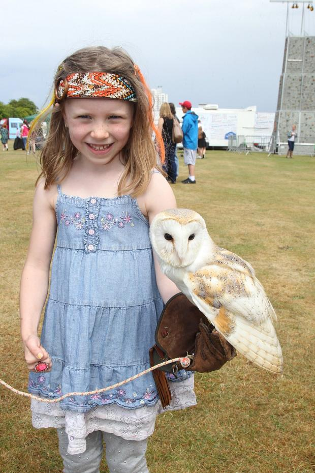 This Is Local London: Scarlett West, 6, with Zaki the owl
