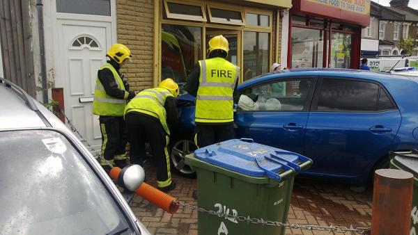 PICTURED: Car smashes into front of Charlton cafe