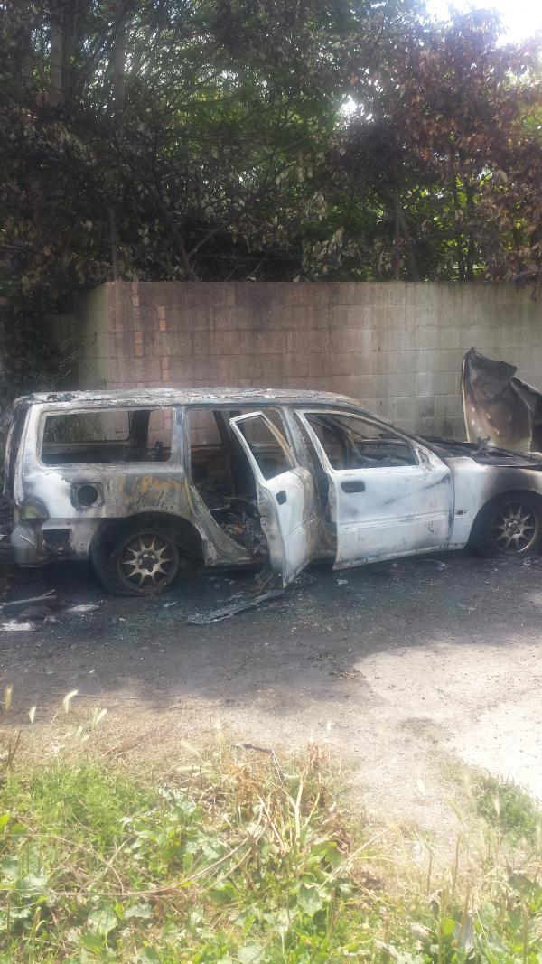This Is Local London: The burnt-out Volvo in Wickham Road, Croydon