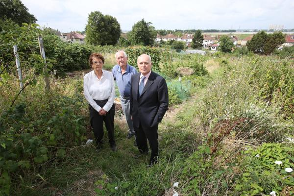 Allotment holder's Patricia and John Richards meet with Iain Duncan-Smith at Hawkwood