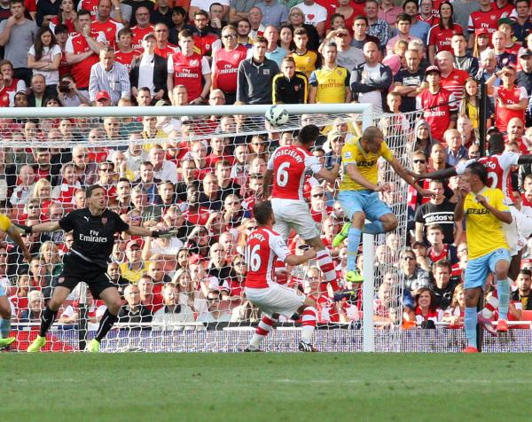 Heads up: Brede Hangeland scores a debut goal for Palace at the Emirates                  DeadlinePix: SP81807