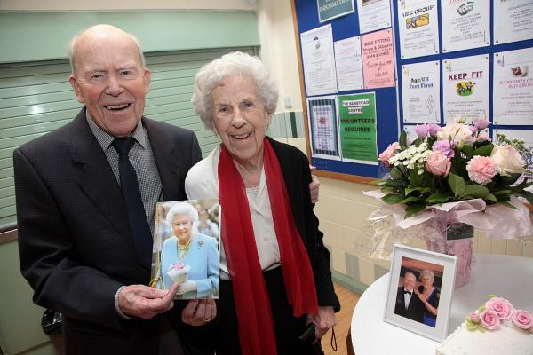 Joan and Len Porter with a letter from the Queen to mark their 70th wedding anniversary