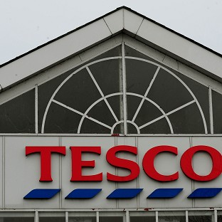 Tesco cuts dividend ami