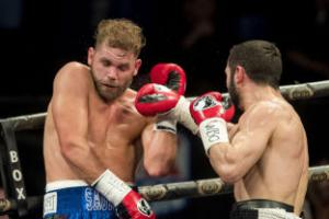 Billy Joe Saunders overcomes slow start to beat Artur Akavov and defend title