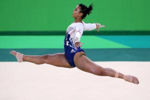 Ellie Downie claims British title in Liverpool