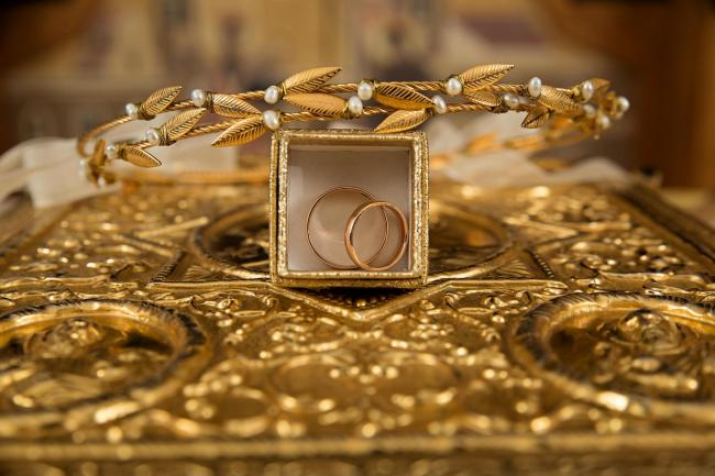 Gold is a common gift among Hindus during Navratri and Diwali (Stock Image)