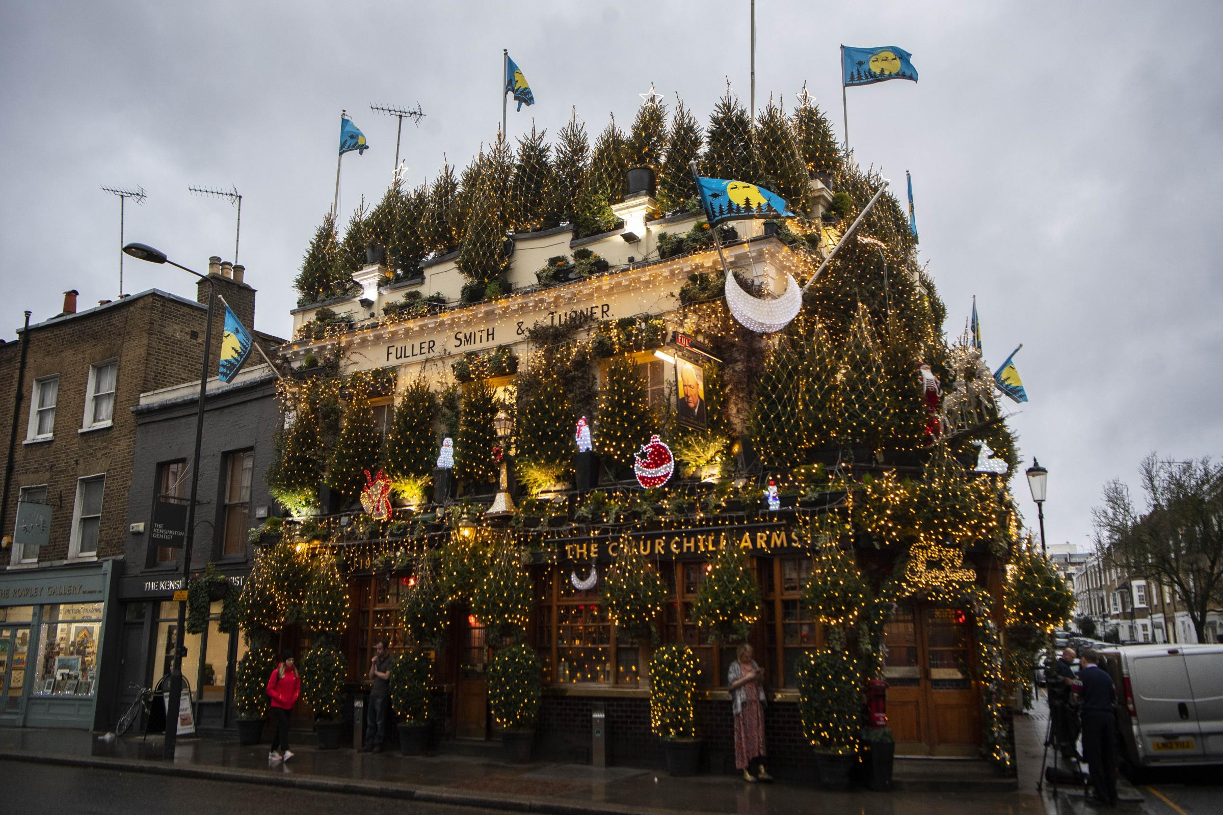 The Churchill Arms decorated for Christmas